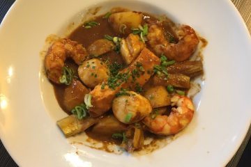 Crevettes sauvages, noix de St Jacques, artichaut poivradre façon bouillabaisse
